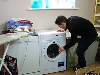 Mummy Valentina Ricci Does Her Laundry In Her Own Way That Includes A Dick