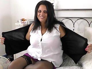 Matures Buxom Bbw Brit Mummy Queen Rachel Strips And Masturbates