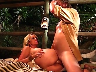 Graceful Platinum-blonde Seductress Stormy Daniels Gets Her Labia Fucked