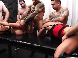 Phat Jugged Cougar Gets Creampied By Junior Guys