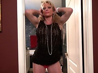 Matures First-timer Solo Model Blonde Mummy Jill E. Masturbates