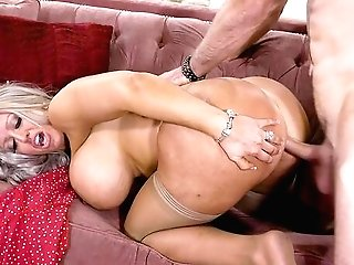 Mommy Likes The Youthful Dick Hitting Her Butt In Crazy Modes