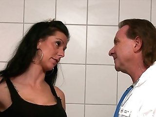 Hot Blooded Brown-haired Texas Patti Is Fucked By Gynecologist And His Assistant