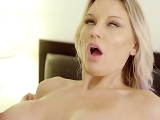 Mouth Watering Blonde Kenzie Taylor Gives A Oral Pleasure And Gets Her Snatch Banged