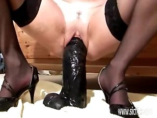 Unexperienced Mummy Fucking Yam-sized Fuck Sticks In Her Snatch