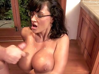 Tempting Always Horny Wild Cougar Lisa Ann With Sexy Glasses