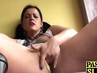 Hot Big Caboose Matures Black-haired Montse Finger Fucking Her Cunt