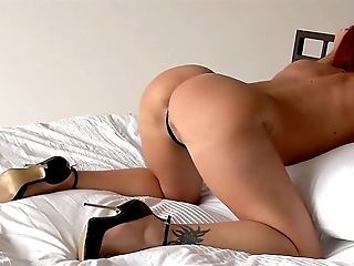 Audrey, Play Whit Fucktoy In Couch