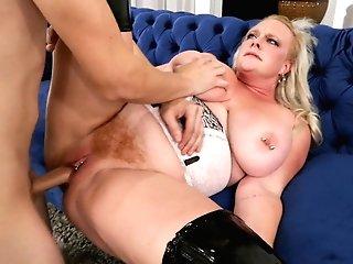 Big Tits Cougar Gets A Big Internal Cumshot