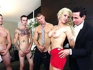 Horny Friends Attacking The Pink Cigar-thirsty Blonde With Their Schlongs