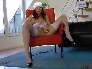 Brit Cougar In Christmas Stockings Gets Pop-shot