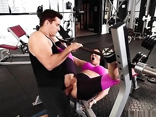Curvy Mummy Rachel Starr Gets Banged In The Gym