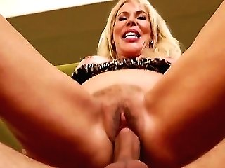 Blonde Beauty Erica Lauren Likes Having Hunk