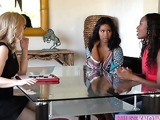 Two Ebonies And A Blonde Cougar Threesome All Girl Hump