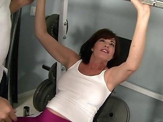 Cougar Bella Roxxx Gives A Hot Rim Job To Her Individual Trainer