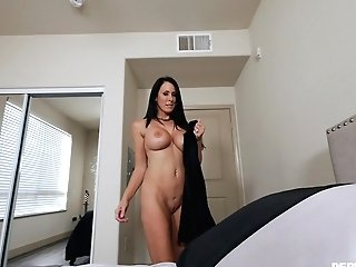 Buxom Dark Haired Mummy Reagan Foxx Gets Her Face Covered With Jizm