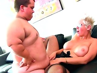 Chubby Matures Blonde Mummy Alyson Queen Fucked By A Well Strung Up Midget