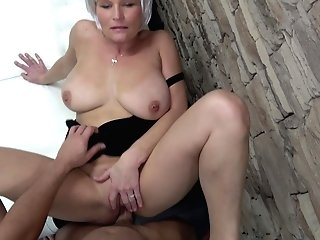 Cougar Uses Her Pro Deep Throat Abilities To Make Him Finish
