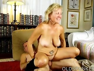 Very Sexy Mature Stunner Is A Super Hot Fuck