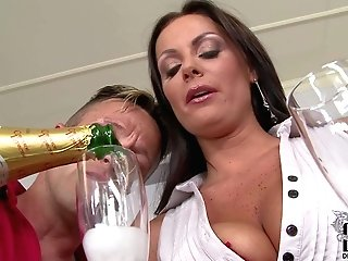 Provocative Smoking Hot Dark-haired Mummy Sheila Grant With Big Stiff