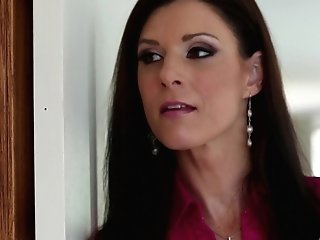 Brown-haired India Summer Wants This Oral Job Session With Hard Dicked Dude Rocco Reed To Last Forever