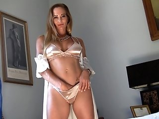 Classy Matures Solo First-timer Mummy Model Eve Strips Voluptuously