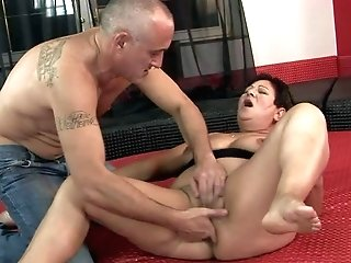 Moist Fuckbox Oldie Lawanda Spreads Her Gams And Gets Stimulates