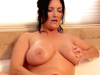 Large Natural Tits Model Sammy Brooks Groans While Playing In The Bath