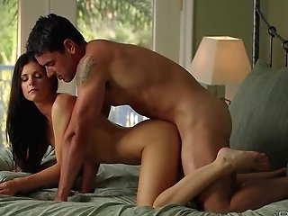 Skinny Mummy Beauty India Summer With Lengthy Black Hair Is