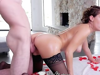 Alfonso Knows How To Relieve His Older Mistress Savannah Fyre