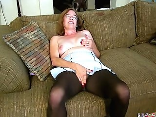Usawives Old Grandmother Carmen Hairy Cooter Finger-tickling