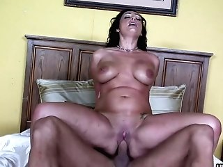 Voluptuous Matures Dark Haired With Big Bumpers, Vann