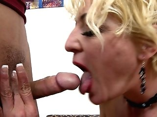 Skilled Cougar Alisah Knows How To Please A Hard Shaft