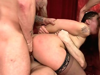 Perverted Desire: Fallon Provokes The Mob To Get The Group-bang Of Her Desires - Hardcoregangbang