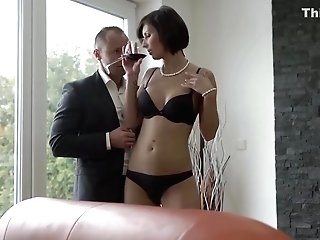 Jenifer Jane Likes To Have Casual Orgy With Muscular Guys, And To Suck Their Pricks