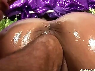 Huge-chested Oiled Cougar Extreme Fisted