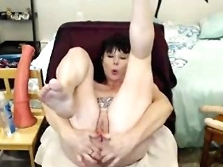 Really Wild Mature Does Incredible Things With Her Ass
