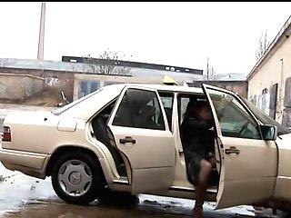 Taxi-milf Knattert Mit Dem Fahrgast (nice Boots)