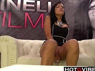 Cougar Squirting For A Crowd In Public