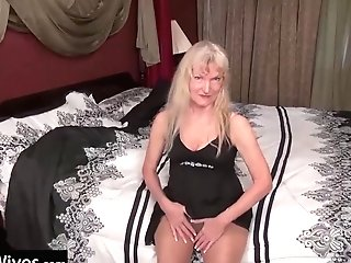 Usawives - Blonde Granny Cindy Luvs Her Time Alone