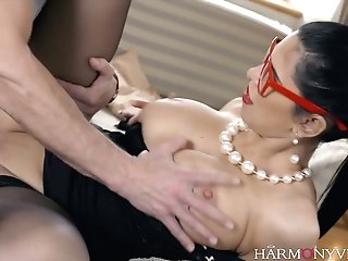 Alluring Whore Kira Queen Is Serving One Perverse Dude Like Nobody Else Before