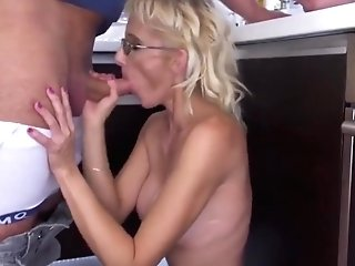 Family Tapes Moms Training Youthful Boys