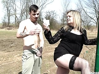 Country Matures Whore Pays Money One Youthful Man For Fucky-fucky In Public