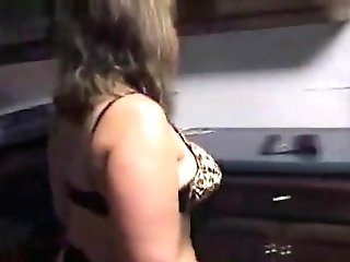 Matures Honey Using A Plunger