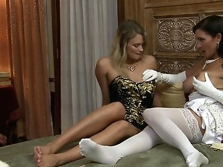 Labia Gobbling And Gentle Smooching Are Adorable With Heather Starlet