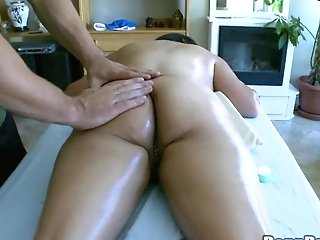 Big Tits Cougar Shading Cut-offs Then Having Her Hot Bootie Oiled