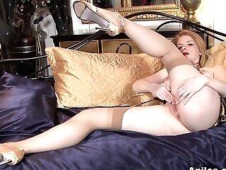 Nicole Hart In Showcase Off - Anilos