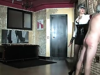 Mummy Mistress Trains Her Submissive