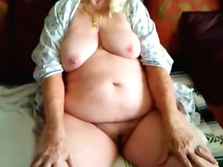 Grand-ma Spreading Hot Old Snatch Clip