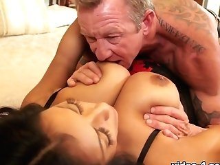 Pat & Kiara Mia In Huge-boobed Kiara Mia Spreads Her Honeypot For A Massive Pipe - Bestgonzo